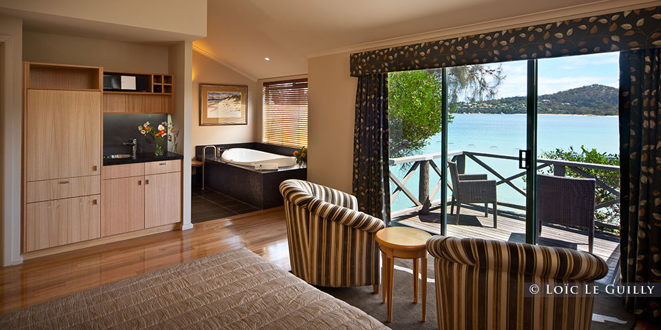 Freycinet Lodge - luxury suite with view